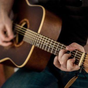 Muziek spelen op latere leeftijd, hoe doe je dat?